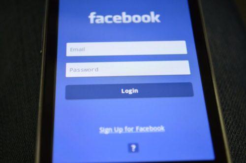 « ចាយពេលវេលាលើ Facebook » 
